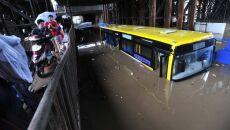 10 miast zalanych. Woda zagraża tamie