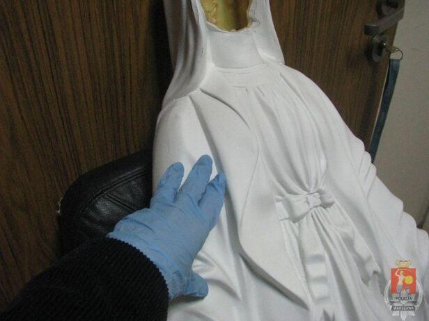 Figura została uszkodzona Komenda Stołeczna Policji