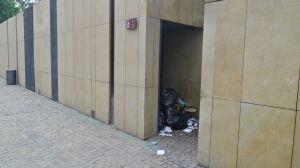 Do windy dla niepełnosprawnych przez śmieciowy tor przeszkód