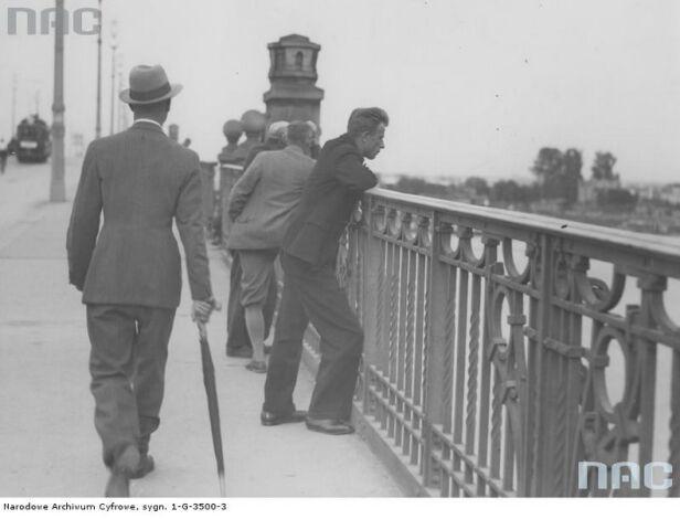 Na zdjęciu z 1933 roku widoczna oryginalna balustrada mostu Narodowe Archiwum Cyfrowe