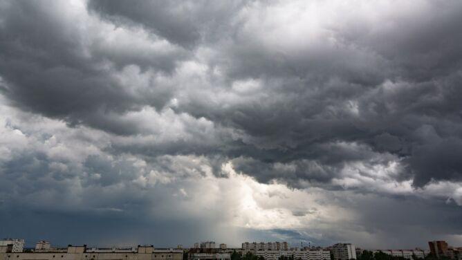 Pogoda na dziś: wtorek burzowy, lokalnie niewykluczone trąby powietrzne