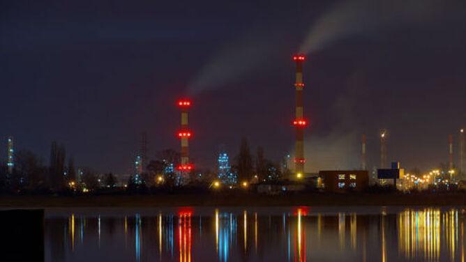 Wieczór z gęstym smogiem. <br />W kilku miastach jest wręcz fatalnie